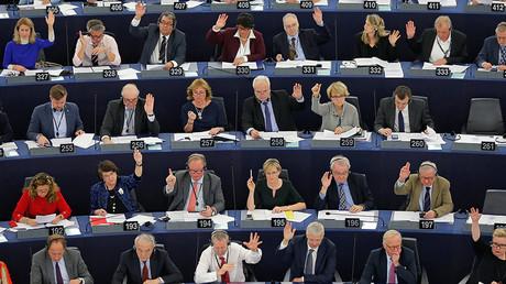 Members of the European Parliament take part in a voting session at the European Parliament in Strasbourg, France, November 22, 2016. ©Vincent Kessler