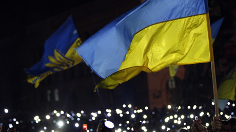 Anti-government protesters light torches and mobile devices during a rally in central Independence Square in Kiev February 21, 2014. © David Mdzinarishvili