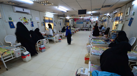 Women sit with their children at a malnutrition intensive care unit at a hospital in the Red Sea port city of Hodaida, Yemen. © Abduljabbar Zeyad