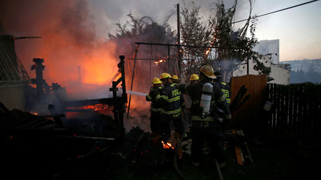 Firefighters work as a wildfire burns in the northern city of Haifa, Israel November 24, 2016. © Baz Ratner
