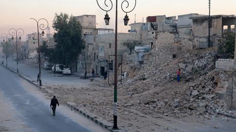 A man walks past a damaged site in the rebel-held besieged Qadi Askar neighbourhood of Aleppo, Syria November 24, 2016. © Abdalrhman Ismail