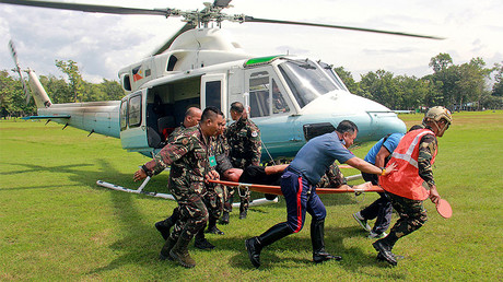 Soldiers carry on a stretcher a wounded member of Philippine President Rodrigo Duterte's presidential security group who was airlifted at an army camp in Cagayan de Oro after being hit in a roadside bomb attack in Lanao del Sur, Philippines November 29, 2016. © Armed Forces of the Philippines