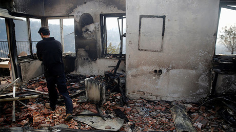 A man checks the damage to a house during a wildfire, in the communal settlement of Nataf, near Jerusalem November 23, 2016. © Ronen Zvulun