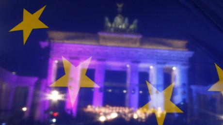 FILE PHOTO: The Brandenburg Gate is seen through a European Union (EU) flag  © Hannibal Hanschke
