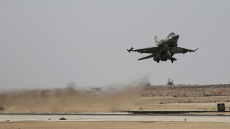An Israeli F-16 fighter jet takes off at Ramon air base © Amir Cohen / Reuters