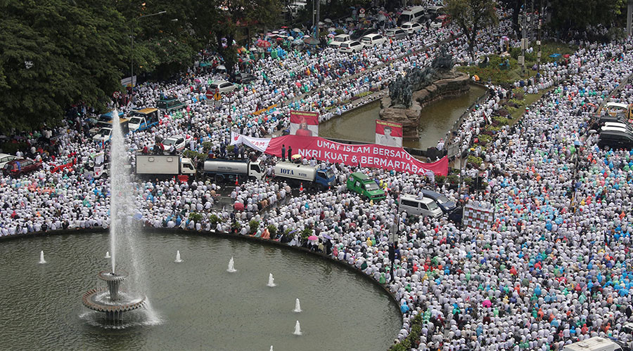 200,000 Muslims rally in Indonesia to protest against 'blaspheming' Christian governor