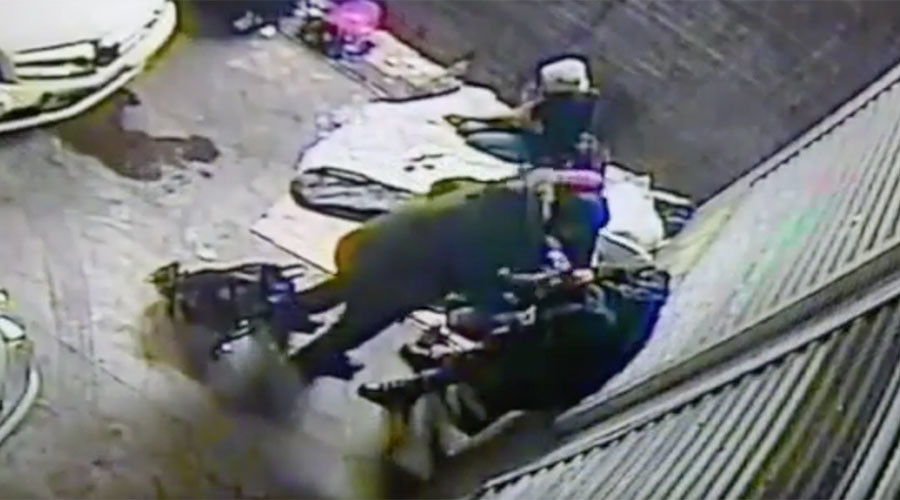 Bystanders rifled through homeless man's pockets as he froze to death (VIDEO)
