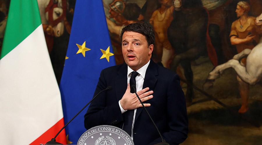 رئيس الوزراء الايطالي ماتيو رينزي يتحدث خلال مؤتمر صحفي بعد الاستفتاء على الإصلاح الدستوري في قصر شيغي في روما، إيطاليا، 5 ديسمبر 2016. © اليساندرو بيانكي