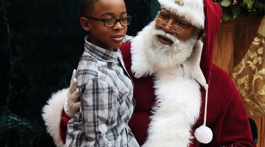 'This is so stupid': Black Santa in shopping mall causes internet meltdown (VIDEO)