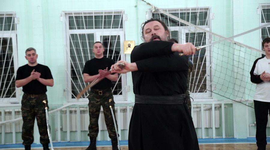 Divine power: Orthodox priest shows off impressive swordplay (VIDEO)