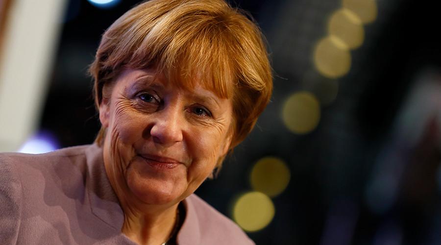 Camerashy? Merkel press statement interrupted by 360 degree camera (VIDEO)