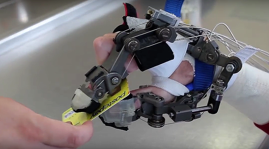 Exoskeleton hand lets quadriplegics manipulate objects with power of their mind (VIDEO)