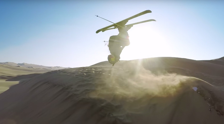 Freestyle skiers captured zooming down breathtaking sand dunes of Peru (VIDEO)
