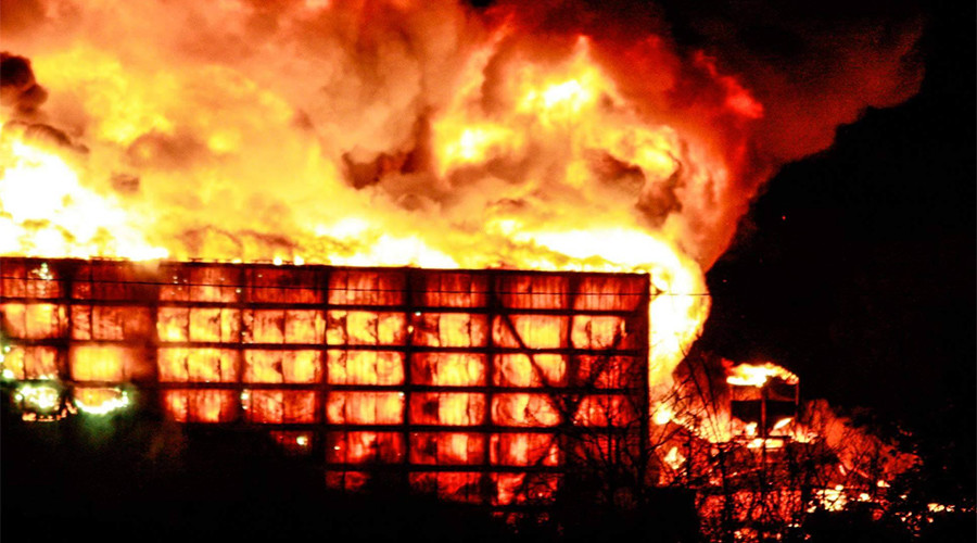 Huge fire engulfs warehouse in Perryville, Missouri (PHOTOS, VIDEOS)