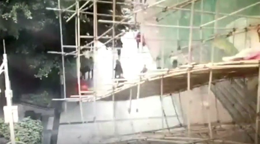 Scaffolding collapses on busy Chinese street, injuring 3 (VIDEO)