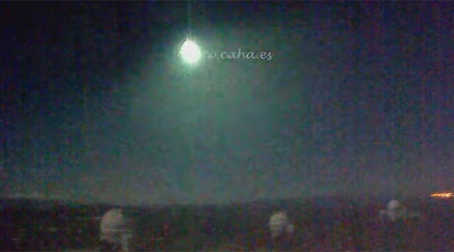 Bright moon arising: Huge fireball recorded crossing night sky over Spain (VIDEOS)