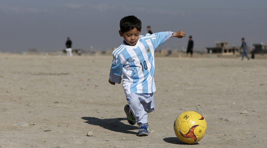 'Plastic bag' Messi fan finally meets his soccer hero (VIDEOS, PHOTOS)
