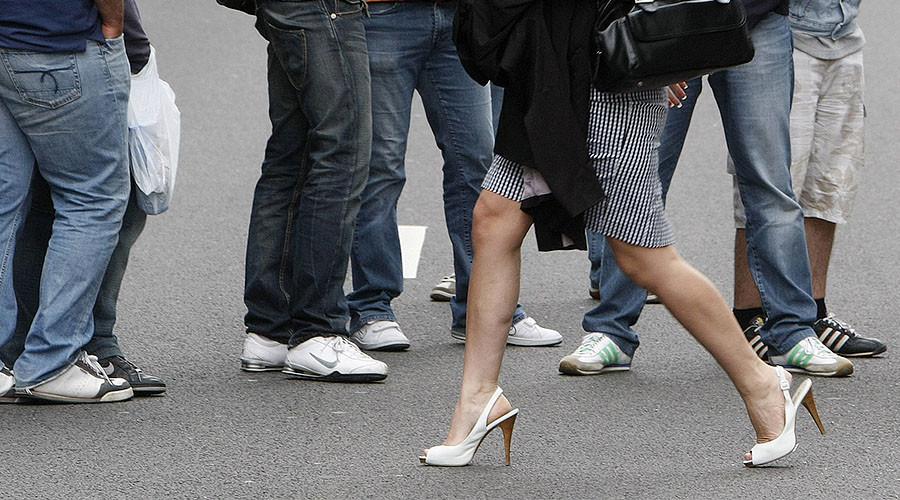 Women shunned in some Muslim neighborhoods in France – report