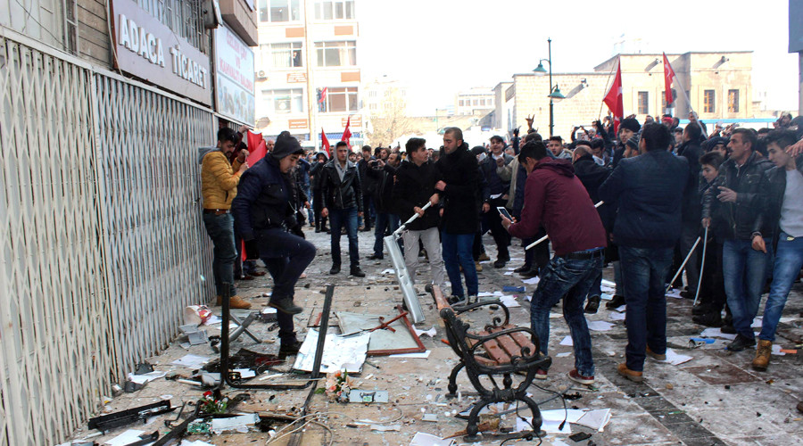 Turkish nationalists storm pro-Kurdish party's HQs after deadly blast