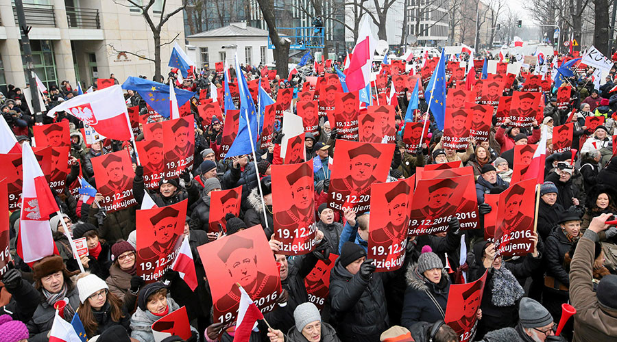 Thousands rally against Polish govt outside constitutional court in Warsaw