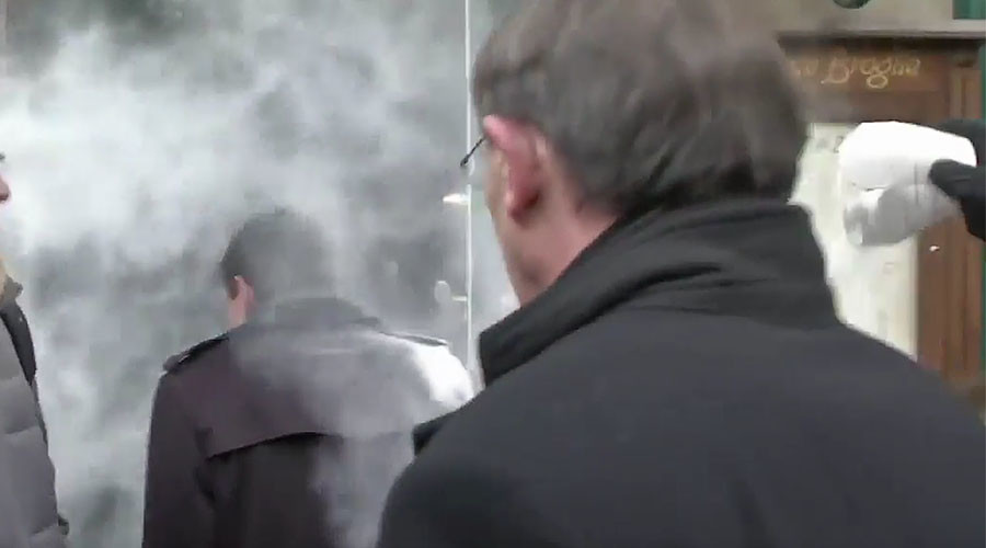 Flour power: French presidential candidate Manuel Valls attacked outside cafe (VIDEO)