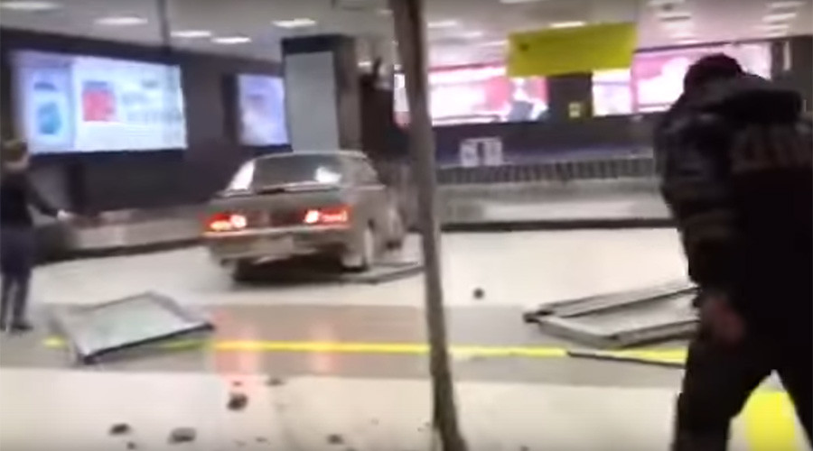 Drugged driver rampages through Russian airport in bid to dodge police (VIDEO)