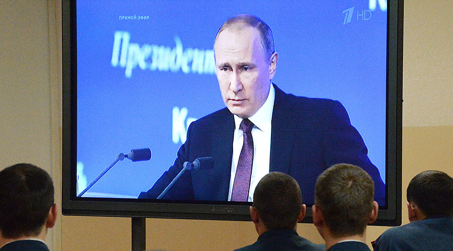 US columnist takes on Vladimir Putin over controversial article... or not