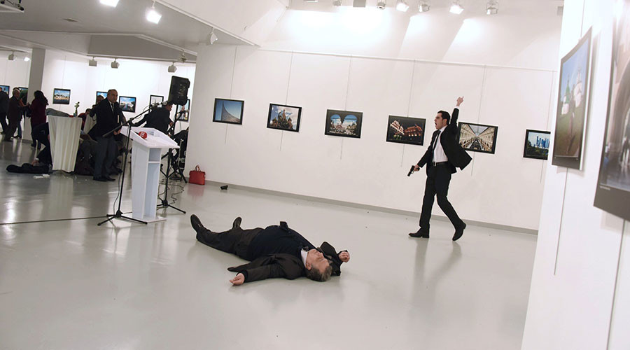Andrei Karlov, the Russian ambassador to Ankara, lying on the floor after being shot by Mevlut Mert Altintas (R) during an attack during a public event in Ankara © Yavuz Alatan