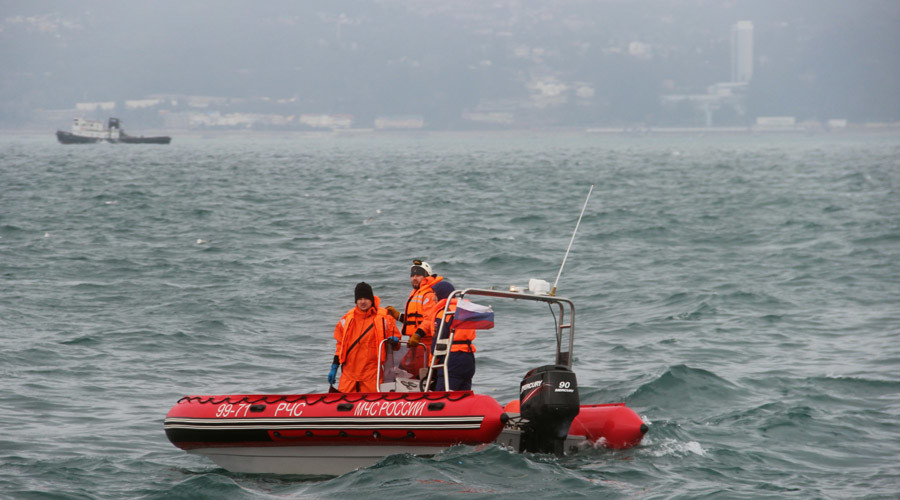 A rescue operation on the Black Sea coast at the crash site of Russian Defense Ministry's TU-154 aircraft. © Press-service of Russian Emergency Situations Ministry