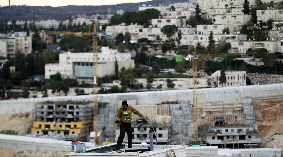 Israel delays vote on new E. Jerusalem homes ahead of Kerry speech, issues permit for one house