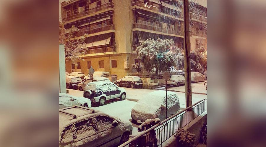 Rare snowfall in Athens sends vibes of excitment through social media (PHOTOS, VIDEO)