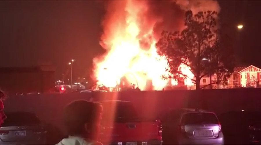Huge inferno lights up Las Vegas, cause unclear (PHOTOS, VIDEO)