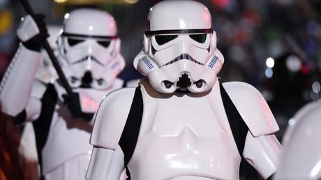 Star Wars fans honor Carrie Fisher with lightsaber vigils