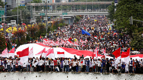 People attend a rally calling for national unity and tolerance in central Jakarta, Indonesia December 4, 2016. © Darren Whiteside
