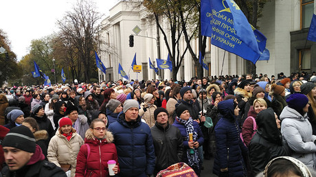 Protest against high utility rates and for teachers' pay rise outside Verkhovna Rada in Kiev. ©Alexey Vovk