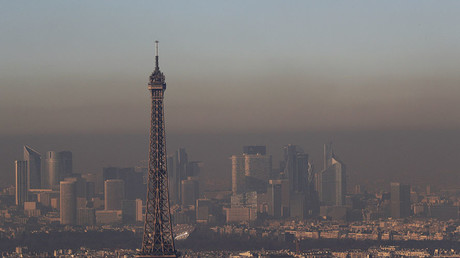 A small-particle haze hangs above the skyline, with the Eiffel Tower and the La Defense business district that is seen in the distance, in Paris, France, December 1, 2016. ©Philippe Wojazer