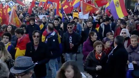 Hundreds protest Spanish monarchy