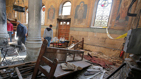 Egyptian security officials and investigators inspect the scene following a bombing inside Cairo's Coptic cathedral in Egypt December 11, 2016. © Amr Abdallah Dalsh