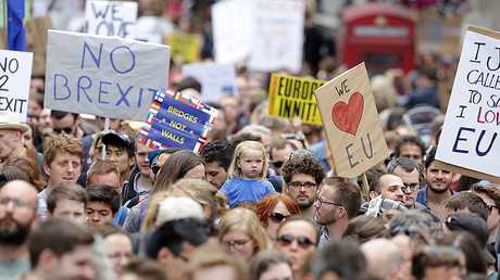 People hold banners during a 'March for Europe' demonstration against Britain's decision to leave the European Union, in central London, Britain July 2, 2016. © Paul Hackett