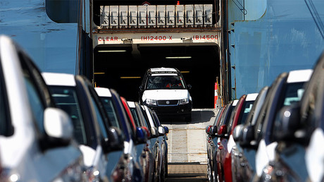Japanese Suzuki cars leave the cargo ship at the harbor of Bremerhaven, northern Germany © Patrik Stollarz