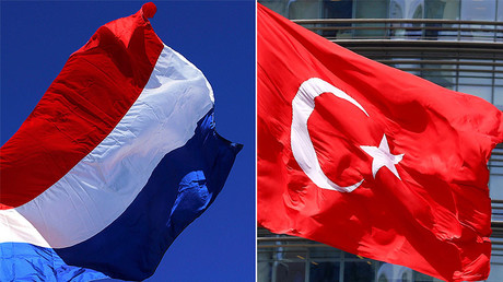 The flag of the Netherlands (L), Turkish flag (R) © Reuters