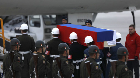 Flag-wrapped coffin of late Russian Ambassador to Turkey Andrei Karlov is carried to a plane during a ceremony at Esenboga airport in Ankara, Turkey, December 20, 2016. © Umit Bektas