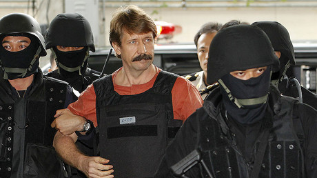 Suspected Russian arms dealer Viktor Bout arrives at a Bangkok criminal court October 5, 2010. © Sukree Sukplang