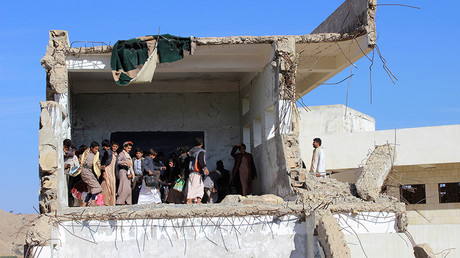 FILE PHOTO: Students gather inside a class at their school, which has been recently hit by a Saudi-led air strike, in the northwestern province of Saada, Yemen November 29, 2016 © Naif Rahma
