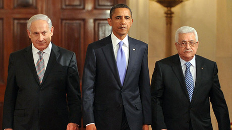 Israeli Prime Minister Benjamin Netanyahu (L) told President Obama (C) that Israel was not considering a full-scale invasion, as Palestinian leader Mahmoud Abbas remains wary. © Tim Sloan