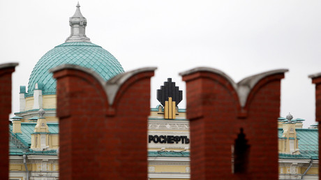 Rosneft headquarters across the Kremlin wall, in central Moscow, Russia © Sergei Karpukhin