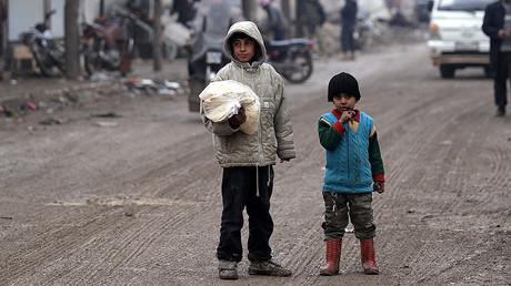 A boy carries a bag of bread in al-Rai town, northern Aleppo countryside, Syria December 25, 2016. © Khalil Ashawi