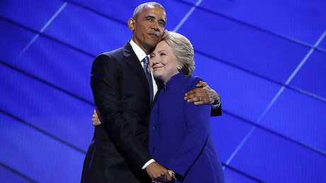 Hillary Clinton greets U.S. President Barack Obama © Jim Young / Reuters