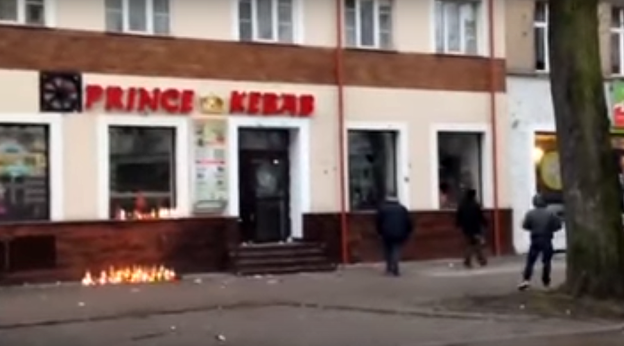 Xenophobic riots erupt in Polish town after local man killed at kebab diner (VIDEO)