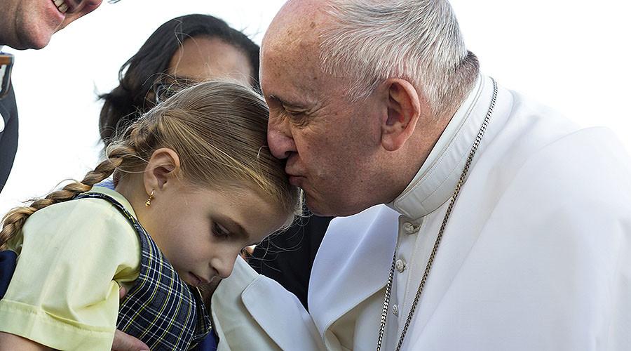 Pope Francis proclaims 'zero tolerance' to child molesters